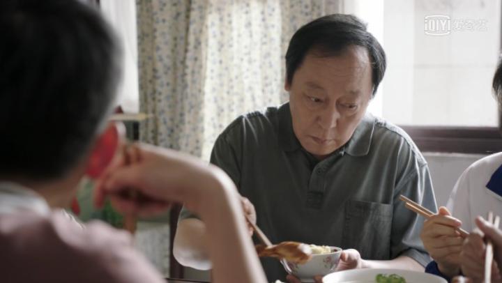 喪偶式育兒:懦弱的爸爸背後站著強勢的媽媽